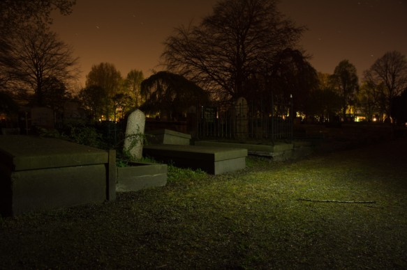 Gravestones-At-Night-license-free-CC0-980x653