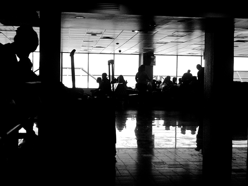 silhouette-people-airport
